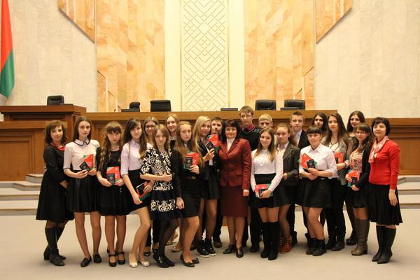 Вручение учащимся школ паспортов в Овальном зале ПП НС РБ
