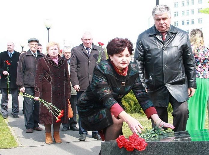 Возложение цветов к Памятным знакам жертвам Чернобыля,2017 г.